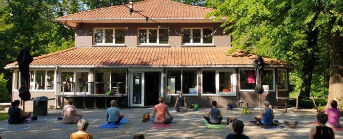 Openlucht sportlessen in het park Boekenbergpark